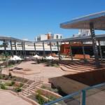 Fotografía 7: Equipamiento púbico construido por el Estado para ayudar en la voluntad de unir dos áreas de la ciudad. En este caso anfiteatro, plaza, restaurante, galería de arte.